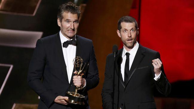David Benioff dan D. B. Weiss bersama Netflix sepakat untuk menggarap konten baru. Sebelumnya diketahui jadwal mereka sudah padat oleh proyek Star Wars.