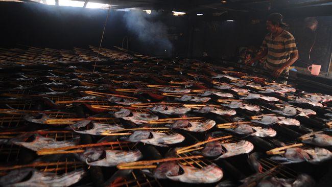 Ikan laut di Manado terkenal jauh lebih segar, namun persoalan mikroplastik menjadi momok bagi para penggemar hidangan laut.