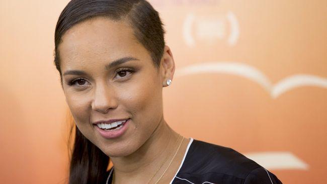 Alicia Keys mengumumkan dirinya akan merilis sebuah buku memoar yang ditulis sendiri dan bertajuk 'More Myself'.