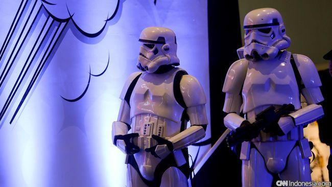 Star Wars: The Force Awakens akan premiere pada 14 Desember di Los Angeles, dan empat hari kemudian tayang di bioskop global.