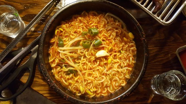 Tak semua makanan cocok dinikmati saat musim hujan. Biasanya, makanan yang panas akan lebih nikmat disantap karena mampu memberikan kehangatan pada tubuh.