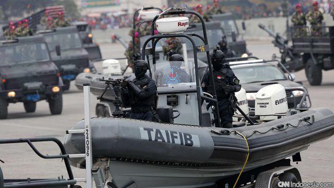 Panglima TNI Jenderal Gatot Nurmantyo mengatakan, parade alat tempur TNI digelar agar masyarakat tahu kesiapan dan kekuatan alutsista TNI saat ini.