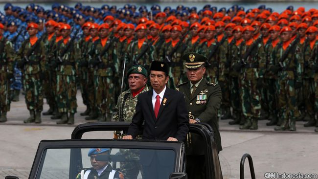 Menurut Istana, ini merupakan kali pertama seorang Kepala Negara memimpin langsung upacara peringatan hari Pahlawan di Surabaya.