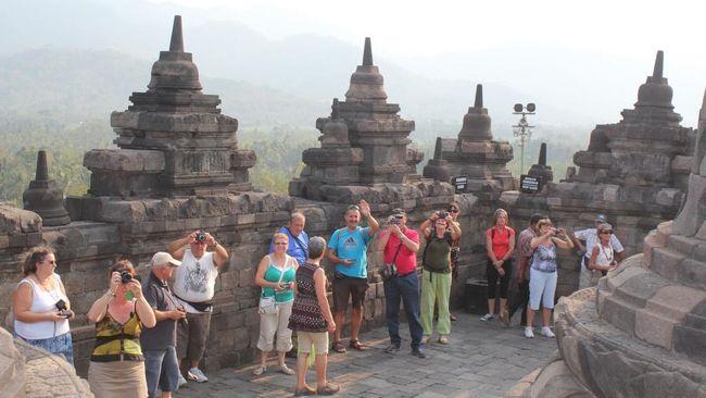 Insentif pemerintah untuk meredam dampak  virus corona diprediksi menambah jumlah wisatawan asing 736 ribu orang.