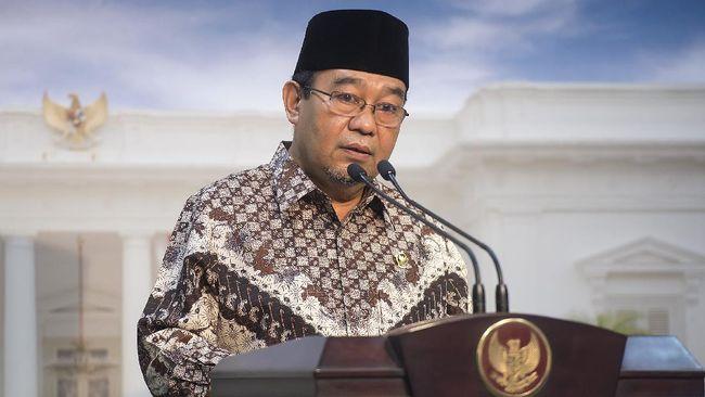 Ketua BPK Harry Azhar Azis memberikan keterangan pers usai bertemu dengan Presiden Joko Widodo di Kantor Kepresidenan, Jakarta, Senin (12/10). BPK menyampaikan Ikhtisar Hasil Pemeriksaan Semester I (IHPS) tahun 2015 kepada Presiden Joko Widodo yang berisi laporan diantaranya 10.154 temuan dan pemberian opini Wajar Dengan Pengecualian (WDP) terhadap Laporan Keuangan Pemerintah Pusat (LKPP) Tahun 2014. ANTARA FOTO/Widodo S. Jusuf/aww/15.