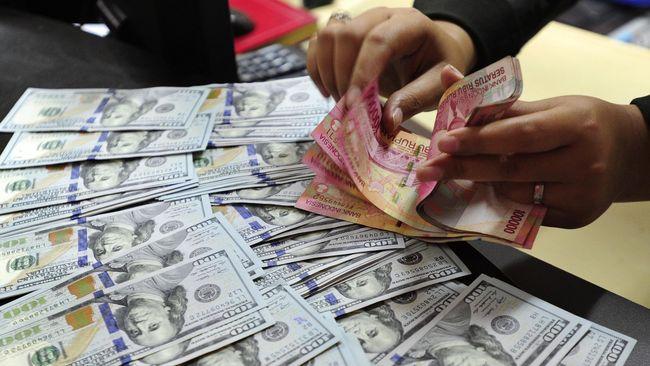 Rupiah melemah ke Rp13.995 per dolar AS atau turun 0,01 persen jelang rilis data neraca perdagangan oleh BPS.