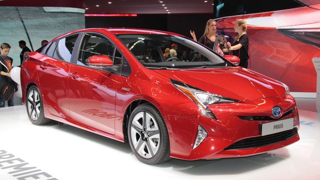 Toyota Kasih Sinyal Rilis Mobil Hybrid Tahun Ini