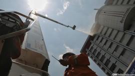 Saat Petugas Selamatkan Pencakar Langit Pertama di Jakarta