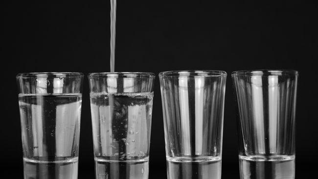 Sekitar 50-70% tubuh manusia terdiri dari air. Mengonsumsi air putih ketika perut kosong saat pagi hari ternyata memiliki bermacam manfaat.