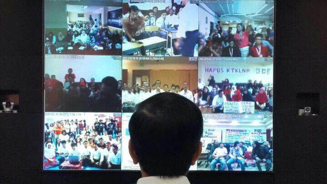 Sejak dulu, jauh sebelum menjabat Presiden, Jokowi sudah menaruh perhatian pada media sosial dan teknologi sebagai sarana untuk berinteraksi dengan warga.