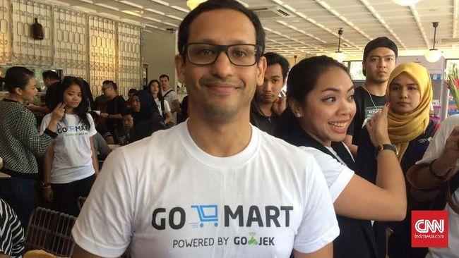 CEO Gojek Nadiem Makarim terharu dengan dukungan masyarakat yang meminta agar layanan ojek online tak dilarang beroperasi.