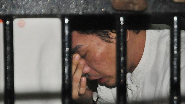 Mantan muncikari artis Robby Abbas ditangkap terkait kasus narkoba. Hasil tes urinenya positif amphetamin dan methamphetamin.