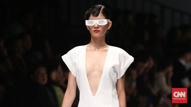 Desainer Thailand unjuk gigi di panggung Jakarta lewat pergelaran Bangkok International Fashion Week.