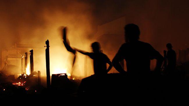 Ketua Umum GMNI Robaytullah Kusuma Jaya mengatakan sekretariatnya di Cianjur terbakar Jumat (16/8) dini hari. GMNI langsung melaporkan peristiwa itu ke polisi.