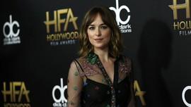 Dakota Johnson-Chris Martin Disebut Akan Segera Bertunangan