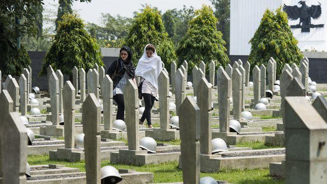 Gubernur Jateng Ganjar Pranowo menyiapkan taman makam pahlawan bagi petugas medis yang meninggal akibat Virus Corona.