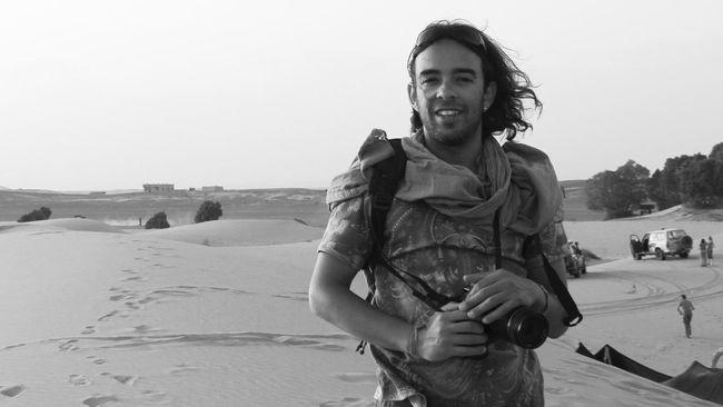 Foto-foto Nabil Ghandi, fotografer yang berasal dari negara Muslim, Maroko, dipamerkan di banyak negara dan dibukukan oleh salah satu penerbit Amerika.