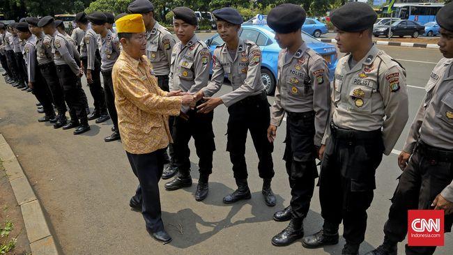 Presiden Jokowi menaikkan besaran iuran jaminan kecelakaan kerja dan santunan kematian bagi TNI, Polri, dan PNS di Kementerian Pertahanan.