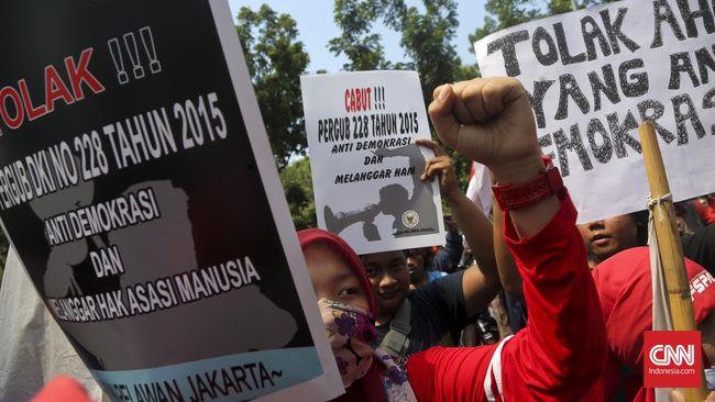 Indeks Demokrasi Indonesia mengalami kenaikan tipis menjadi 72,39 poin, namun aspek kebebasan sipil dan hak-hak politik mengalami penurunan selama 2018.
