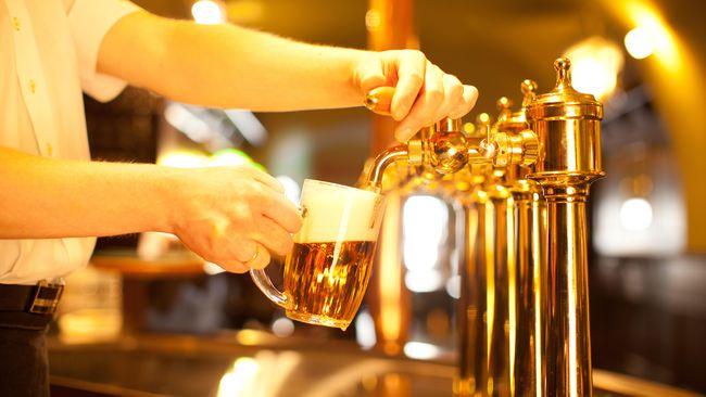 Pemerintah Malaysia akan meningkatkan batas usia minimum pengonsumsi alkohol dari 18 tahun menjadi 21 tahun.
