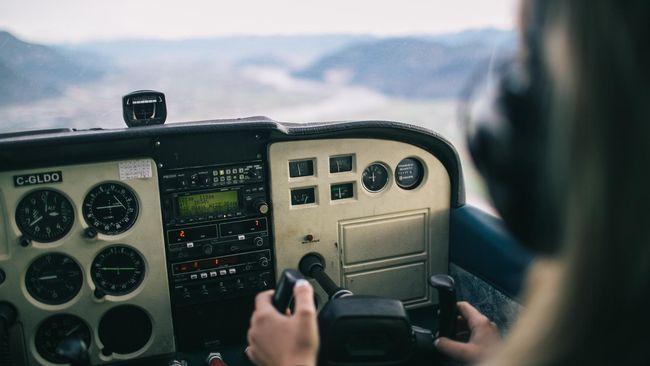 Seorang pilot di Amerika Serikat mengantongi uang ganti rugi sebesar US$300 ribu atau sekitar Rp4,2 miliar setelah menjadi korban salah tangkap.
