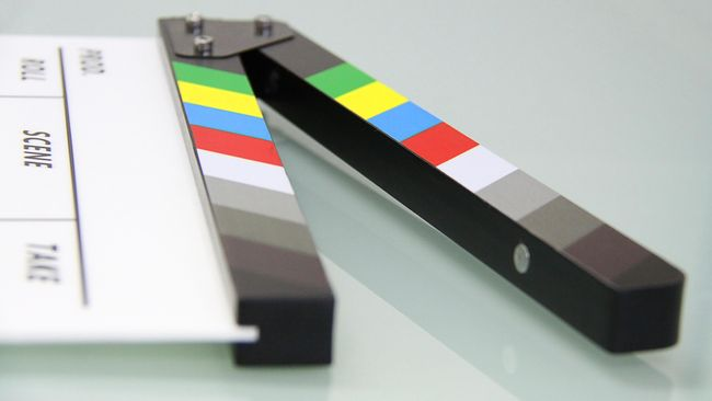 Hollywood mulai terdampak corona. Sejumlah program yang tayang di televisi AS memutuskan melakukan syuting tanpa penonton.