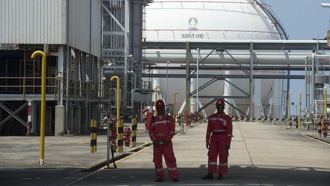 Jokowi menyatakan negara bisa menghemat devisa Rp56 triliun jika pengembangan kilang milik PT Trans Pacific Petrochemical Indotama sudah beroperasi penuh.