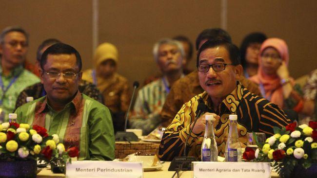 Direktur Relawan BPN Ferry Mursyidan Baldan merespons pernyataan Wakil Ketua TKN Jokowi-Ma'ruf, Moeldoko, yang mengatakan posko BPN mengganggu pemandangan.