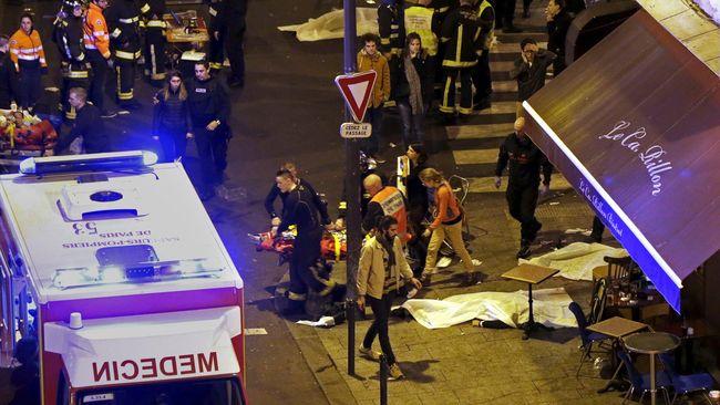 Presiden Perancis Francois Hollande mengatakan, saat teroris bisa melakukan kekejaman, mereka harus tahu bahwa mereka berhadapan dengan Perancis yang kuat.