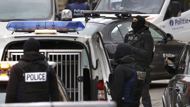 Pengepungan polisi Belgia di distrik Molenbeek, Brussels pada Senin (16/11) tidak berhasil menangkap buronan utama serangan Paris, Salah Abdeslam.