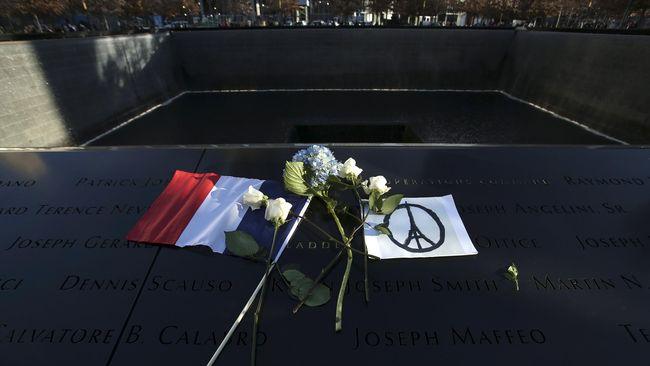 Pascateror Paris, warga Perancis tampaknya kembali memiliki ikatan dengan bendera yang dianggap sebagai simbol nasionalisme dan perdamaian.