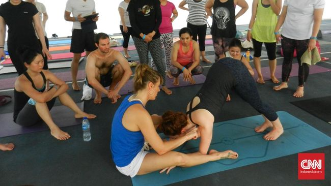 Cedera bahu dan panggung termasuk sering dialami pegiat yoga. Namun dengan yoga pula lah cedera ini bisa disembuhkan.