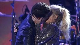 Ciuman Lidah Bisa Tularkan Kencing Nanah