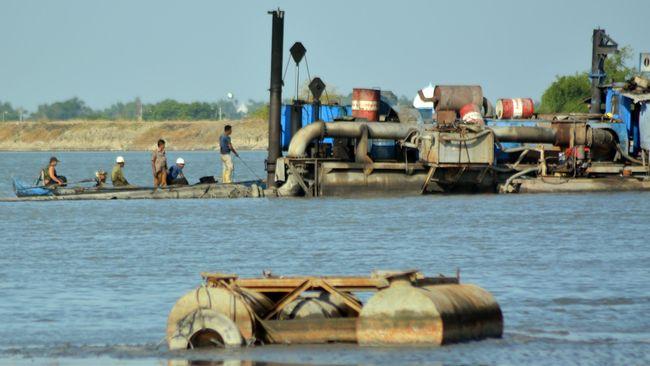 Semburan air bercampur lumpur diketahui warga di desa Jari, Kecamatan Gondang sejak Kamis (7/4) sekitar pukul 01.00 WIB.