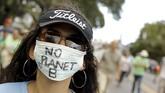 KTT Perubahan Iklim berlangsung di Paris, 30 November-11 Desember. Sementara itu, pegiat lingkungan melangsungkan protes di berbagai belahan dunia.