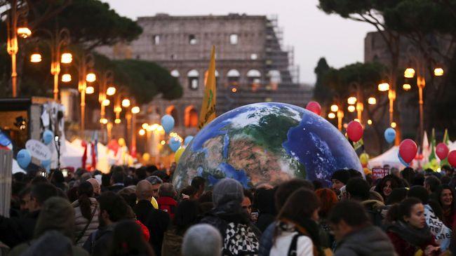Kesepakatan KTT Iklim di Paris, Perancis, untuk membatasi laju kenaikan suhu global ini akan diadopsi oleh hampir 200 negara di dunia.