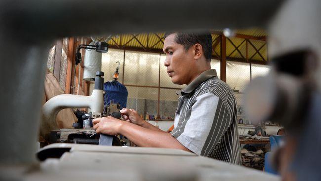 Sebanyak 6.000 usaha kecil di Bekasi terancam bangkrut. Separuh di antaranya bahkan sudah mengurangi kapasitas produksinya hingga 40 persen.