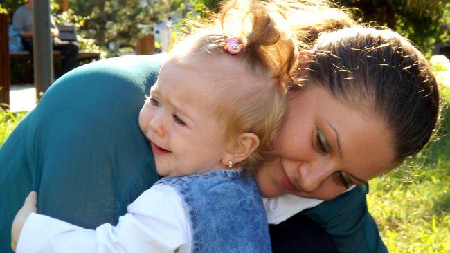 Anak-anak juga dapat merasa ketakutan, cemas, dan gelisah. Orang tua harus membantu anak mengatasi rasa takut itu.