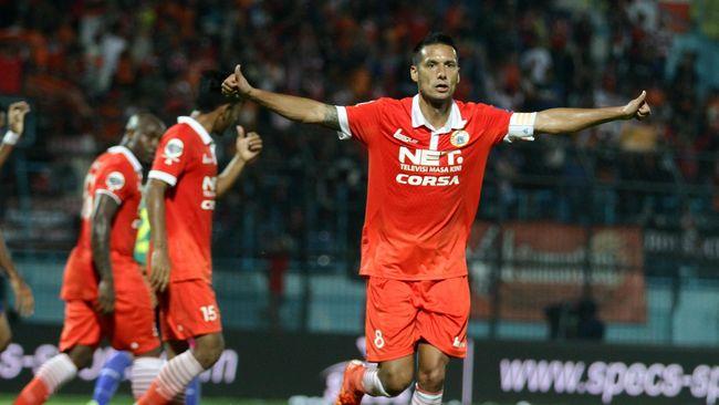 Raphael Maitimo memohon pengertian para suporter Persija Jakarta, The Jakmania, setelah ia memutuskan merapat ke Persib.
