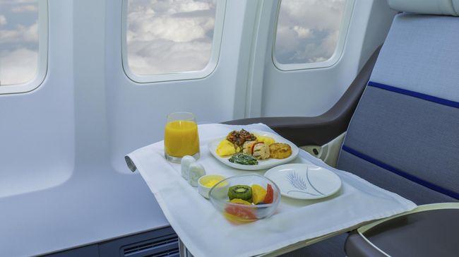 Penumpang pesawat berkewarganegaraan asing ternyata lebih menggemari makanan pesawat yang memiliki citarasa olahan khas Indonesia.