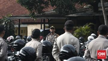 Polres Metro Depok digeruduk massa diduga karena ada kesalahpahaman terkait pimpinan kelompok Ambon.