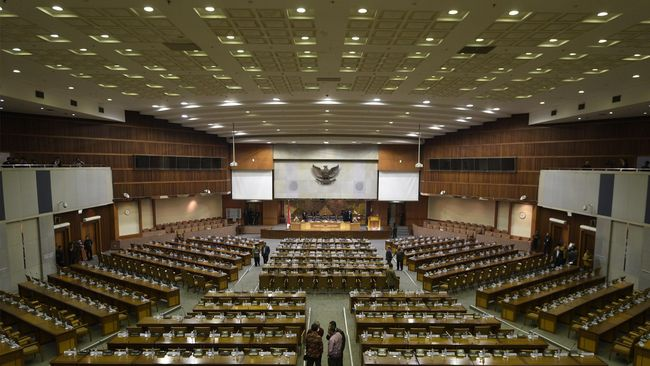 Salah satu dari tujuh poin revisi UU KPK yang disepakati DPR dan Pemerintah yaitu terkait pembentukan Dewan Pengawas. Revisi itu segera disahkan menjadi UU.