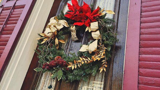 Pohon Natal, Sinterklas, hingga kaus kaki yang digantung menjadi penanda perayaan Natal yang khas. Namun semua benda Natal punya makna berbeda-beda.