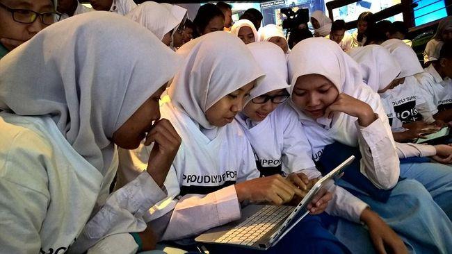 Kebutuhan coder sangat tinggi, sehingga anak muda tak perlu sampai ke universitas untuk berprofesi sebagai coder.