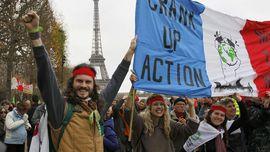 Ribuan Pemrotes Turun ke Jalan Jelang Penutupan KTT Iklim