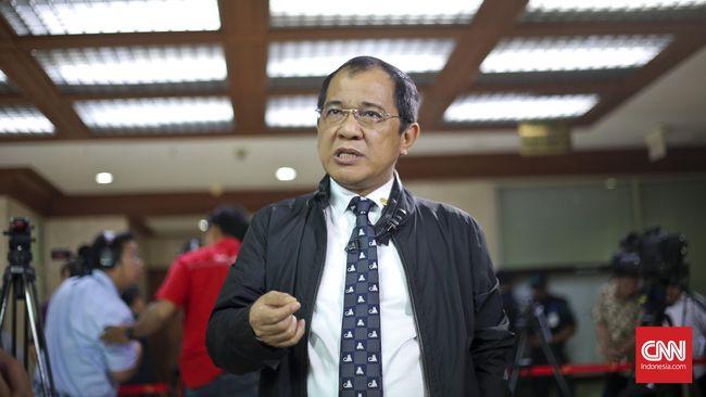 Ketua DPP Partai NasDem Akbar Faizal menduga ada kepentingan politik di balik pernyataan Zulkifli Hasan tentang fraksi di DPR yang mendukung LGBT.