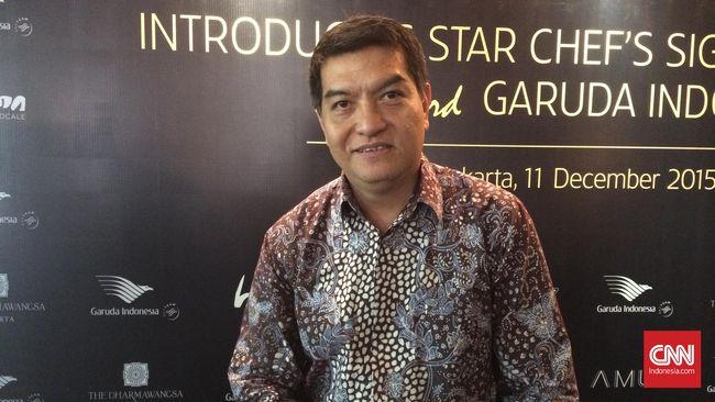 Chef Vindex Tengker memutuskan berhenti menjadi pemimpin dapur hotel premium dan kini menjalani tantangan baru sebagai 'pilot' dapur maskapai Garuda Indonesia.