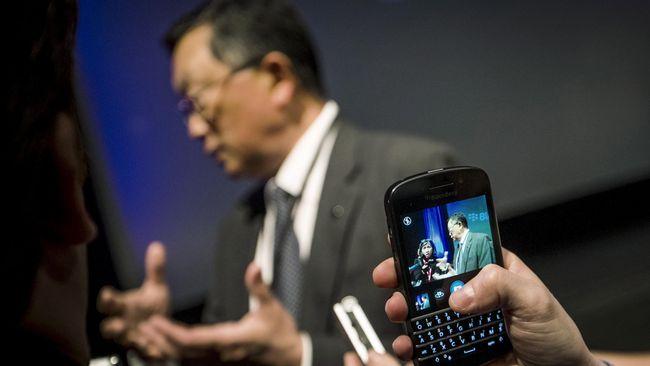 Awalnya, ada isu menyebut bahwa perusahaan akan mensetop produksi ponsel berbasis sistem operasi BlackBerry 10, seperti Q10, Z10, Z30, Passport, dan Classic.