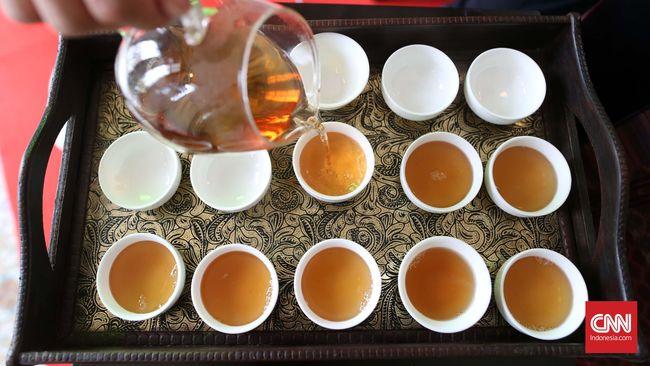 Banyak orang mengonsumsi teh hijau dengan tujuan ingin menurunkan berat badan. Namun benarkah teh hijau bisa membuat tubuh langsing?