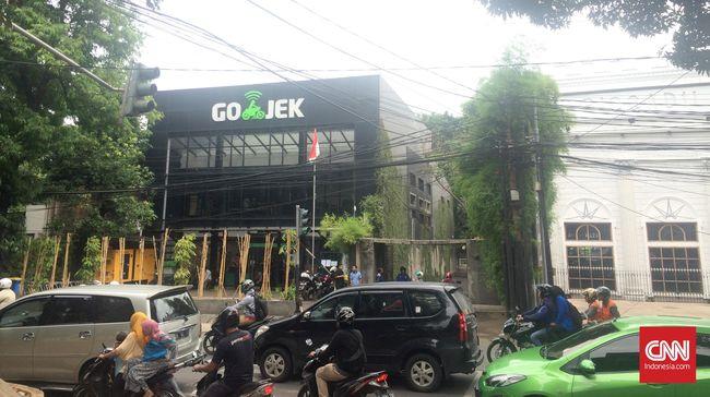 Sopir Go-Jek menyambut baik pernyataan Ignasius Jonan yang mencabut peraturan kontroversi yang melaran Go-Jek.